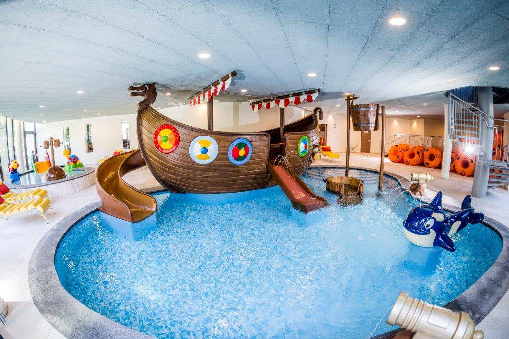 Kinderbecken mit Piratenschiff