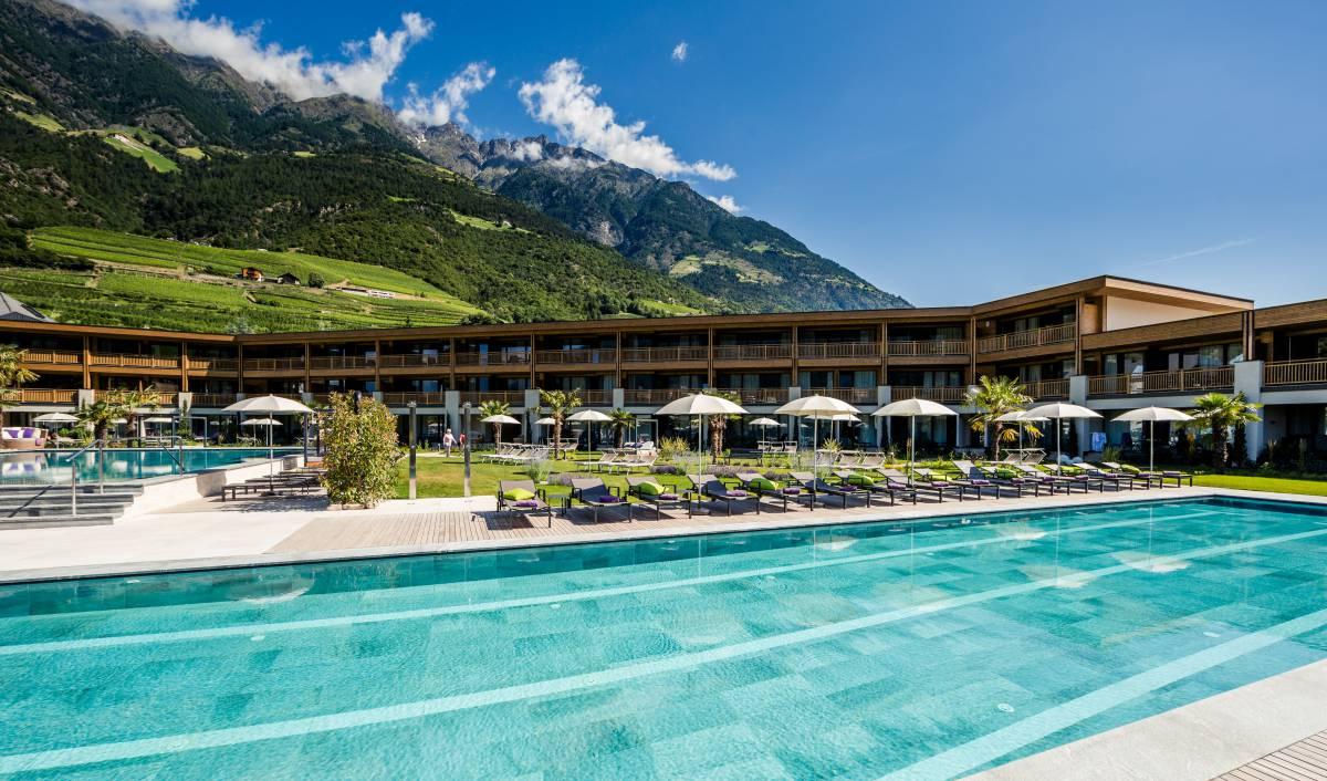 Die wasserwelten hotel mit schwimmbad poolbar und mehr for Hotel munster mit schwimmbad