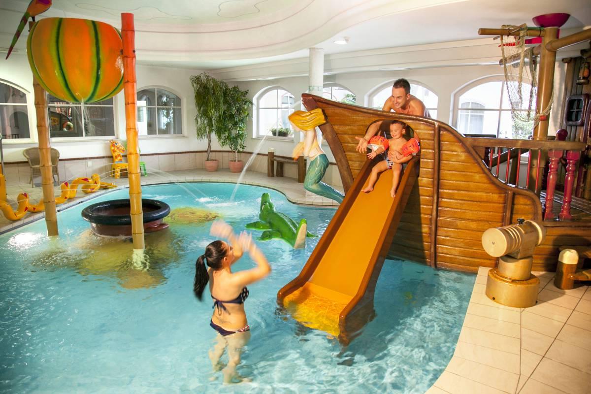 4 s familienhotel in s dtirol familien wellnesshotel for Familienhotel berlin